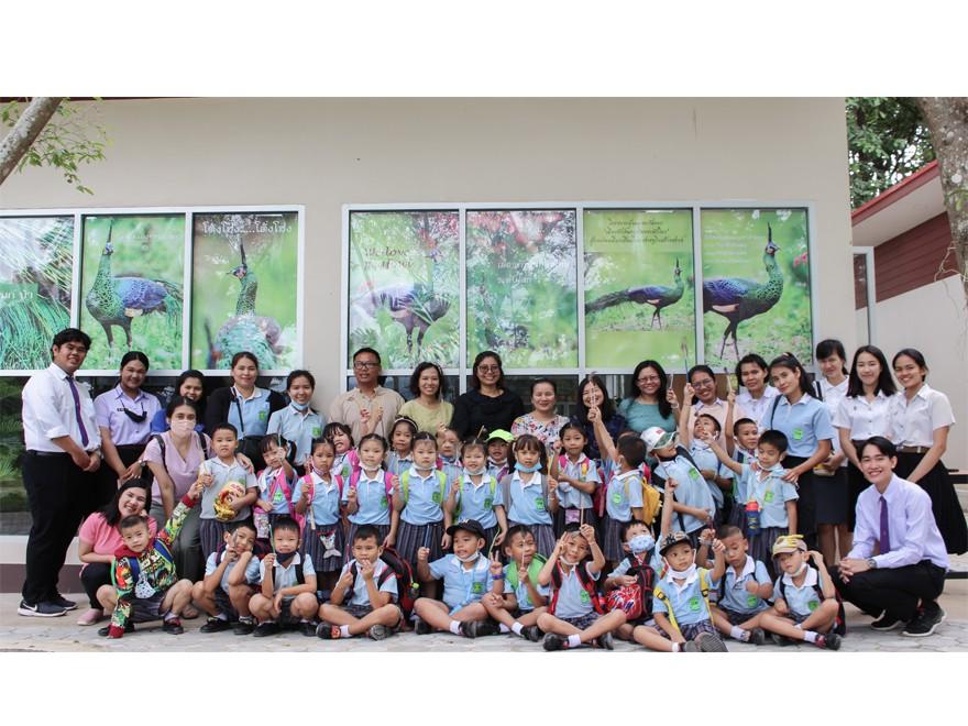 """วันที่ 16 ตุลาคม 2563 คณะครูและนักเรียนโรงเรียนศรีชัยวิทยา อ.ดอกคำใต้ จ.พะเยา นำนักเรียนชั้นอนุบาล 3 จำนวน 31 คน  เข้าเยี่ยมชมพิพิธภัณฑ์ธรรมชาติทางชีววิทยา นิทรรศการ """"นกยูงไทยแห่งล้านนาตะวันออก"""" คณะวิทยาศาสตร์ มหาวิทยาลัยพะเยา"""